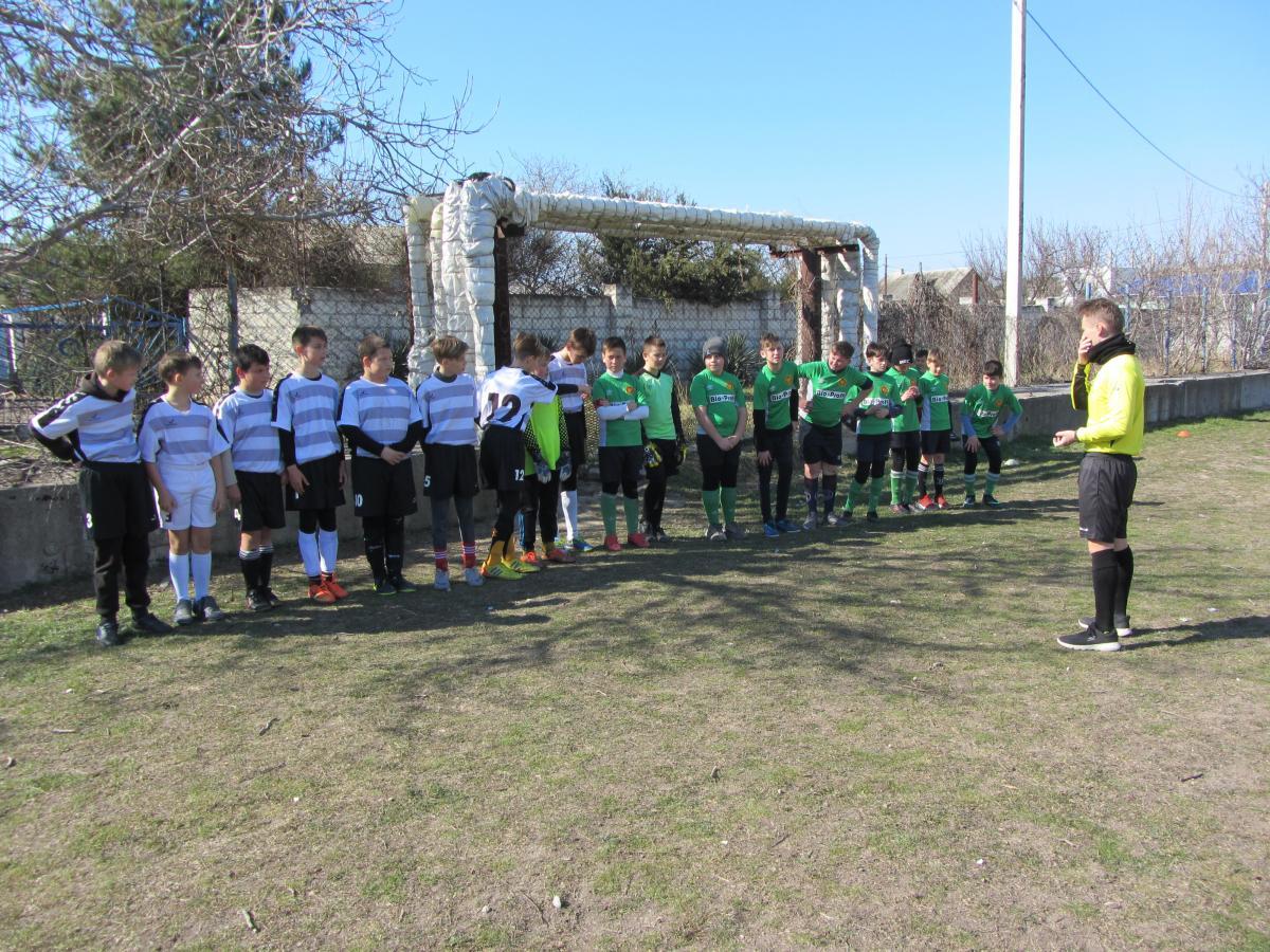 К седьмой годовщине воссоединения Крыма и Севастополя с Россией в Первомайке провели детско-юношеский турнир